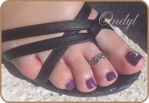 glittered-feathers-on-feet-nails 0360
