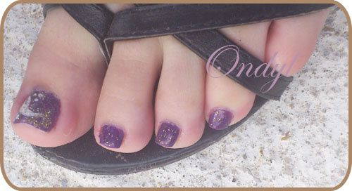 glittered-feathers-on-feet-nails 0366