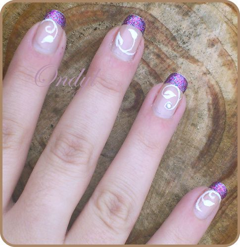 multicolored-glittered-french-manicure-and-little--copie-1.jpg