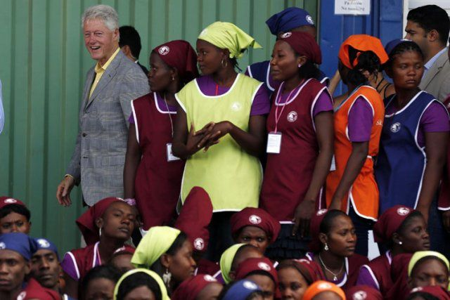 602023-bill-clinton-lors-ceremonie-ouverture REUTERS