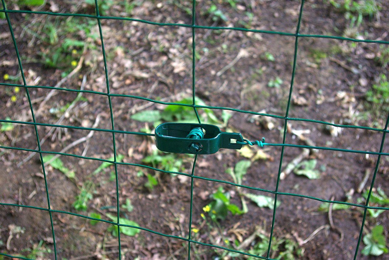 Suite de la fabrication de la clôture des chèvres | sereineetbienchezmoi