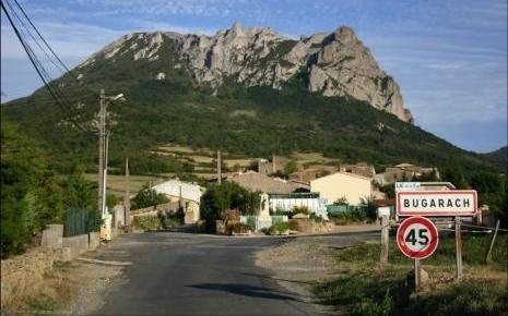 7642259740_le-village-de-bugarach-refuge-pour-echapper-a-la.jpg
