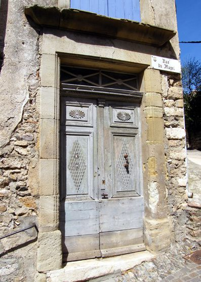 Ollargues---Porte-a-losanges.jpg