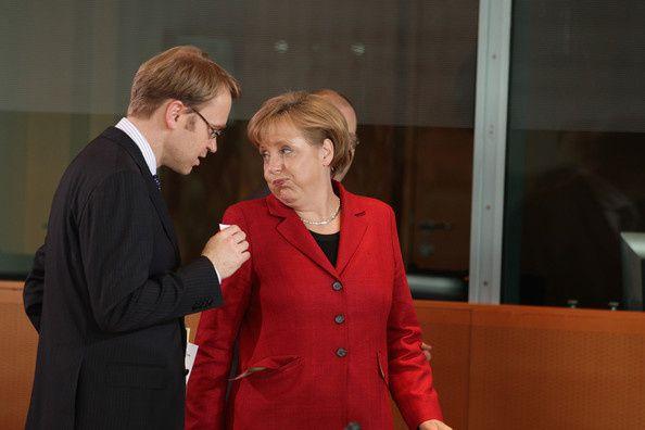 Merkel-Discusses-Greek-Debt-International-oJ3oWnMN4Ihl.jpg