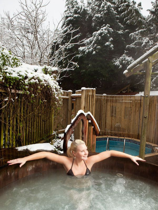 The_hot_tub_in_the_snow