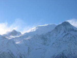 panaches de neige sur le Mont Maudit , le Dôme du Gouter  et l'aiguille du Gouter , photo Guillaume Ledoux Apoutsiak Mars 2007