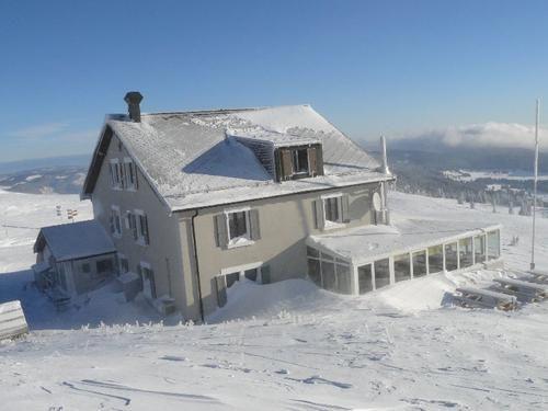 hotel-du-chasseron-ski-de-rando-photo-guillaume-ledoux-apoutsiak.JPG