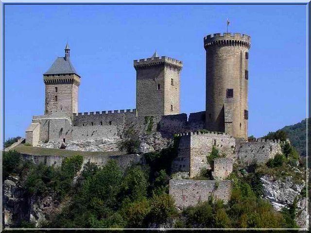 On comprend pourquoi les croisés n'ont pas attaqué cette forteresse. Quelle puissance !