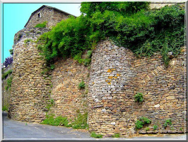 Il faut monter pour découvrir un château fort