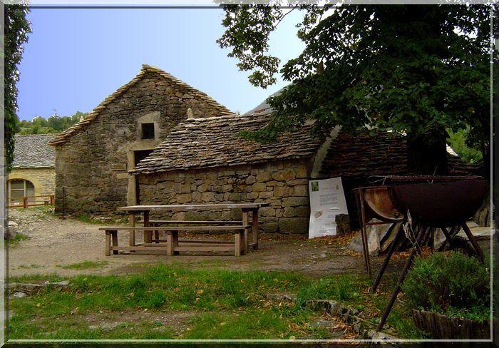 Le village médiéval attend les touristes