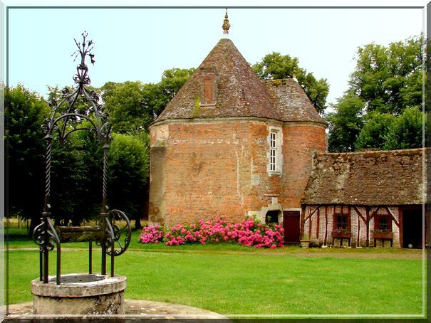 La tour d'angle du château primitif