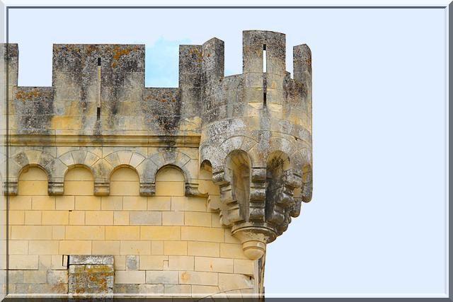 Des échauguettes futuristes pour un donjon du 12ème siècle !