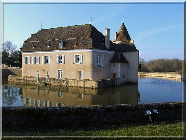 Est ce une ile flottante avec un château fort ?