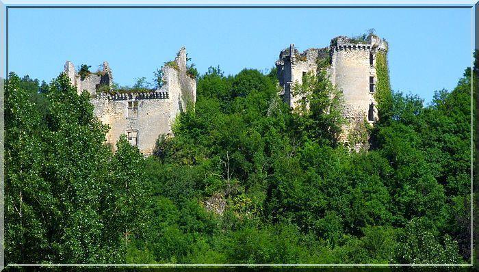 De loin, les 2 châteaux se dissocient bien