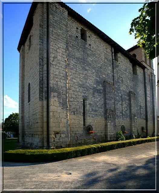 Est ce une église ou une immense tour défensive ?