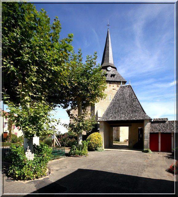 Un petit portail pour une église incroyable