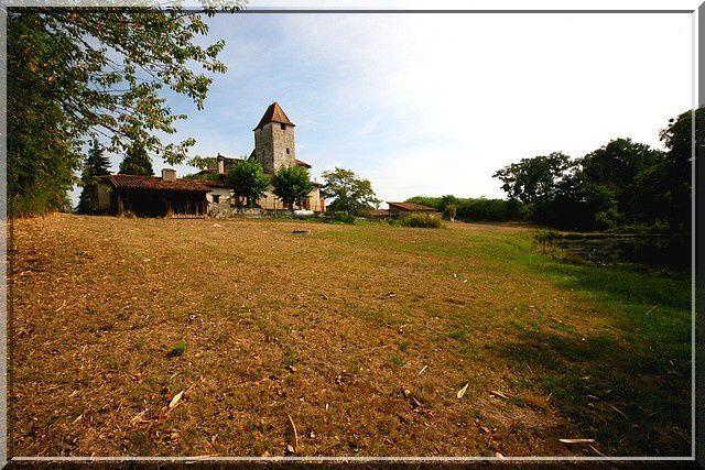 Eglise fortifiée ou petit château fort ?