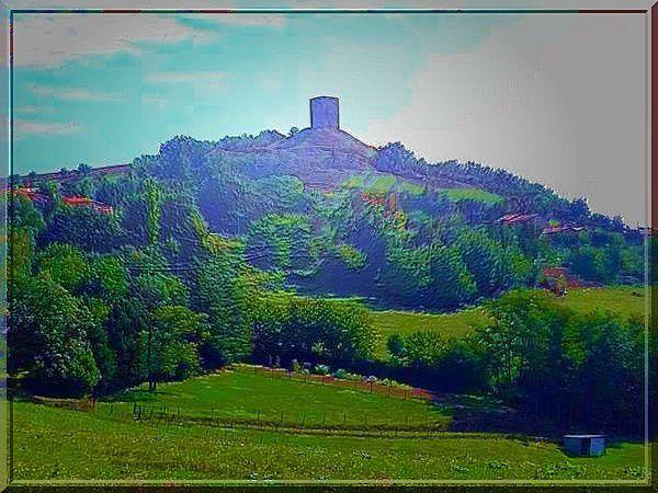 La tour est l'emblème de l'ancienne puissance des Dauphins d'Albon.