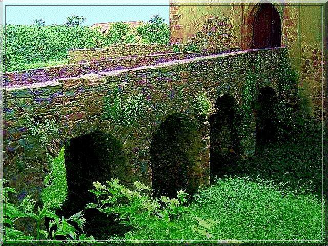 Pas de doute, ce pont dormant est bien médiéval dans sa structure.