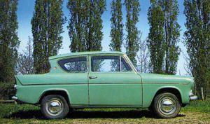 Ford Anglia - profil droit : une silhouette originale