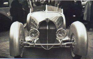 Le fameux Roadster au salon de Paris 1936 - Remarquez les ailes pivotantes avec les roues qu'elles habillent...