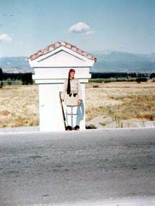 Un Evzone à Evzoni ... Nous sommes bien arrivés en Grèce