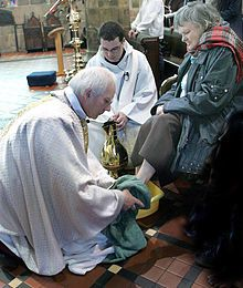 File-Maundy_Thursday_07_washing_feet_diocese_St_Asaph.jpg