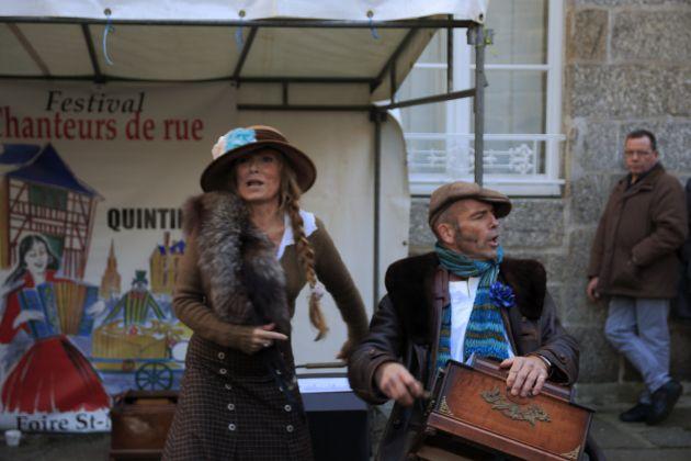 Dans la rue le dimanche, ou au cabaret le samedi soir, v'là le Zinzin à Quintin. Des photographe nous fixent pour l'eternité !