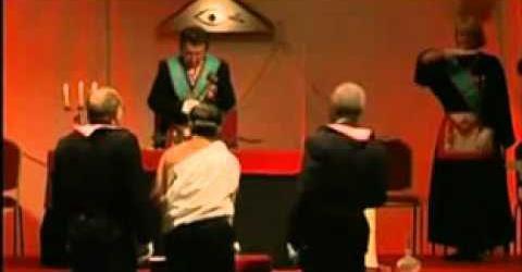 Secret-maconnique---Ceremonie-satanique-du-serment-maco.jpg