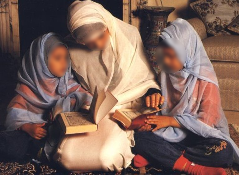 muslim_family_large.png