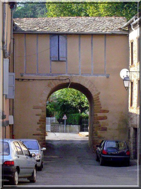 Une des rares portes fortifiées ayant survécu