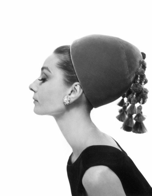 fAudrey-Hepburn-photographed-by-Cecil-Beaton.jpeg