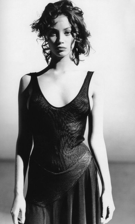 jChristy-Turlington-by-Arthur-Elgort-1987.jpg