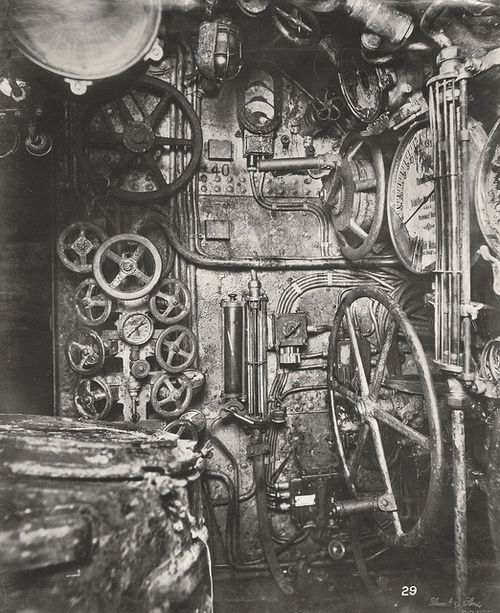 1u-boat-control-room-copie-1.jpg