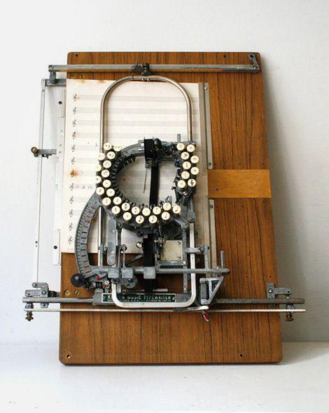 Une-machine-a-ecrire-des-nots-Keyton-dispo-sur-Etsy.jpeg