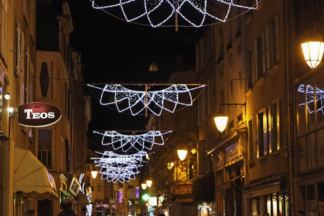 Les lumières de la ville à l'approche de Noël
