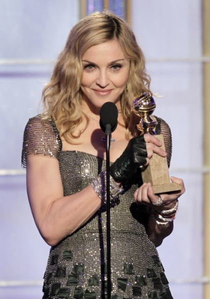 Madonna_2012_Golden_Globe_Awards_34_Mast