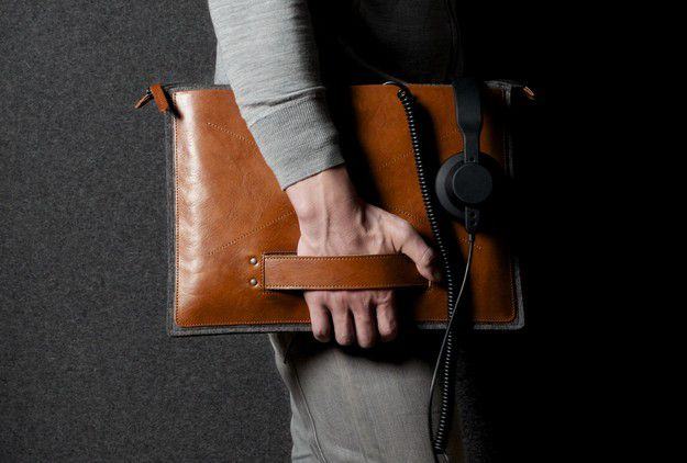 02-hard-graft-grab-laptop-folio-heritage.jpg