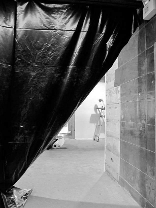 1-MUDE-lisboa-FELIPE-OLIVEIRA-BAPTISTA-preparing-the-exhibi.jpg