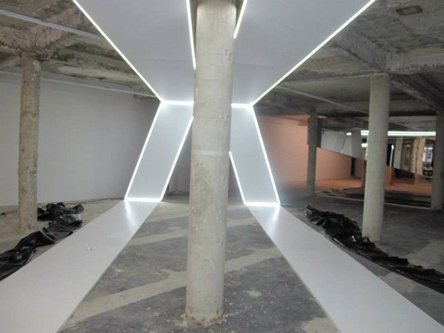 4-MUDE-lisboa-FELIPE-OLIVEIRA-BAPTISTA-preparing-the-exhibi.jpg