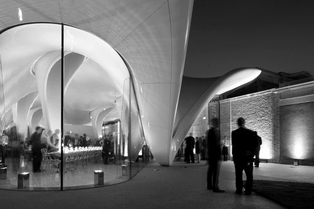 ZAHA-HADID-Architecture-The-Serpentine-Sackler-Gallery--nig.jpg