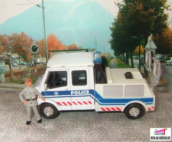 camion-mercedes-t1-police-hongwell--1-