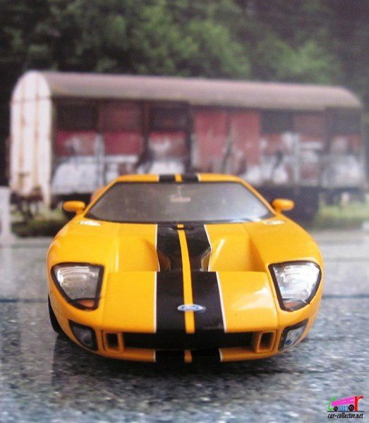 ford-gt-2004-anniversaire-100-ans-ford-minichamps