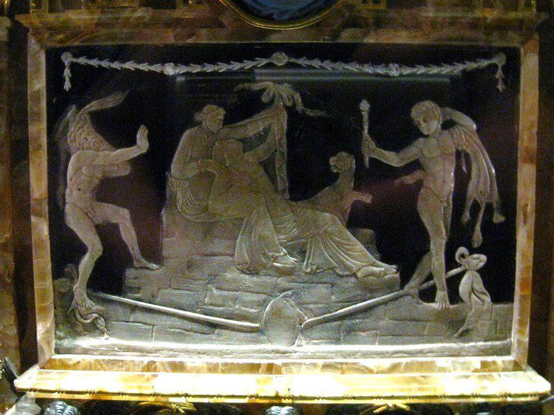 Louvre-10 5700