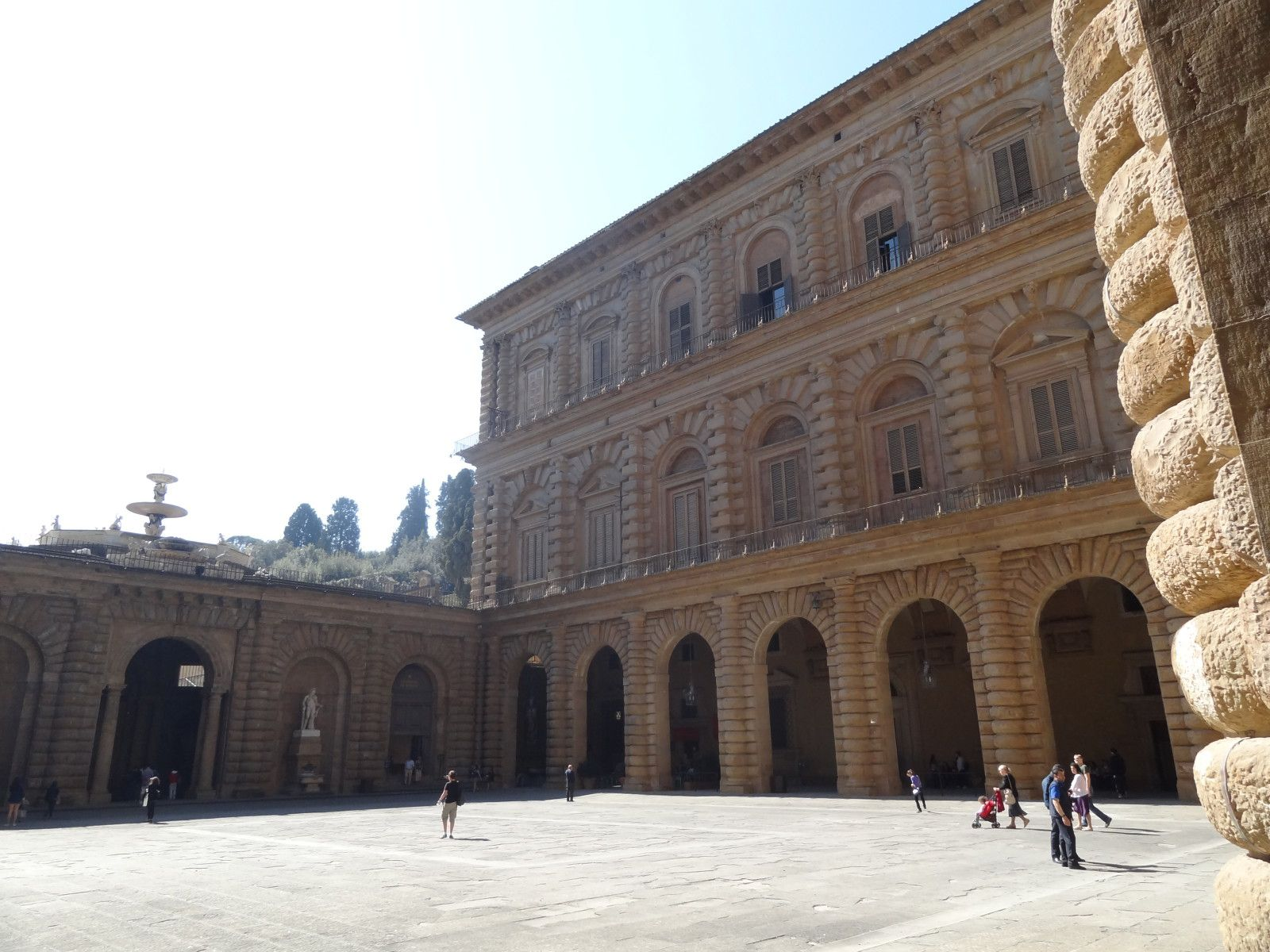 Mars 2012, 44 Premières L de l'Iroise découvrent la Toscane, berceau de la Renaissance et de l'humanisme : Livourne, Pise, Florence, Lucques, Sienne.