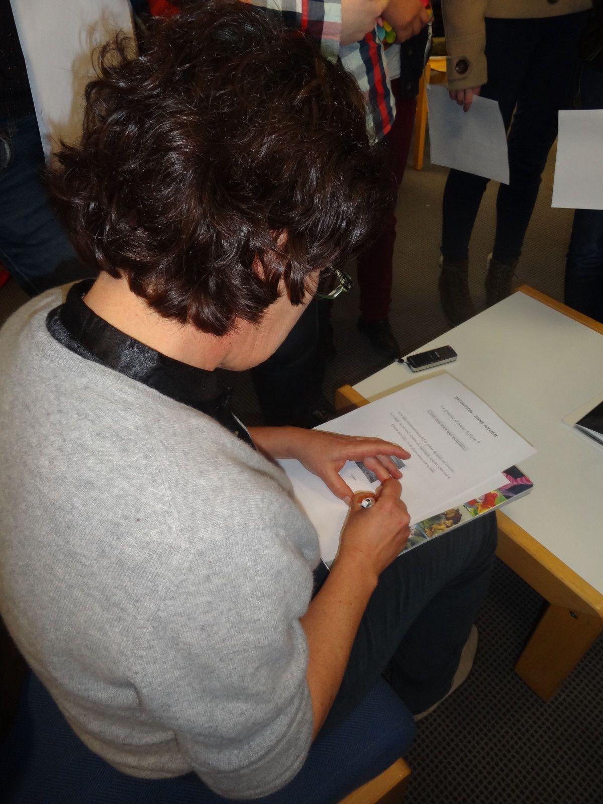 Jeudi 25 janvier 2013, au CDI du lycée de l'Iroise à Brest, les lycéens d'i-voix ont rencontré  Anne Jullien auteure du recueil Flottilles.
