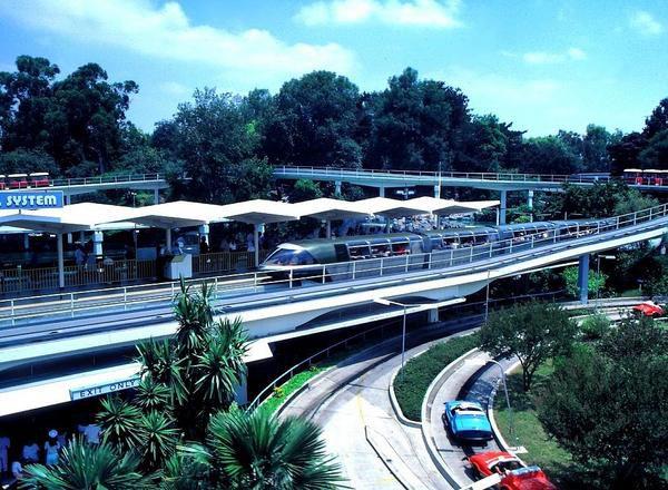 LOS ANGELES JULY 1984 coming from Tahiti to Disneyland park...