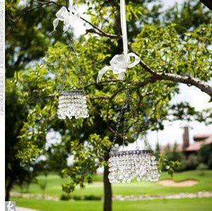 deco-ceremonie-exterieure-lustre-perles-faux-cristal.jpg