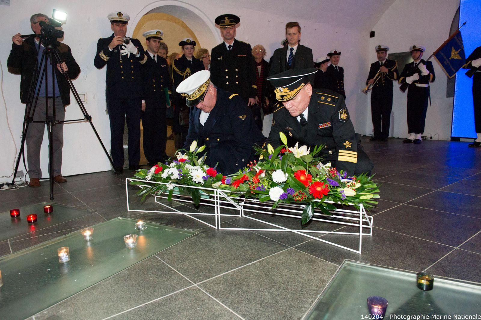 Visite du Vice-Amiral Kravchuk, commandant la flotte russe en Mer Baltique, pour un hommage commun aux marins français et russes morts pour leur pays. photographies : Marine Nationale - ass. aux marins : N. Agéa - T. Basiorek - J.J. Tréguer