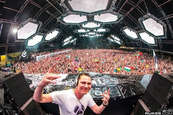 Tiesto-Ultra-Music-Festival-17-march-2013.jpg